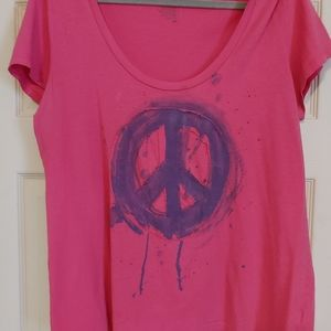 Peace sign scoop neck tshirt